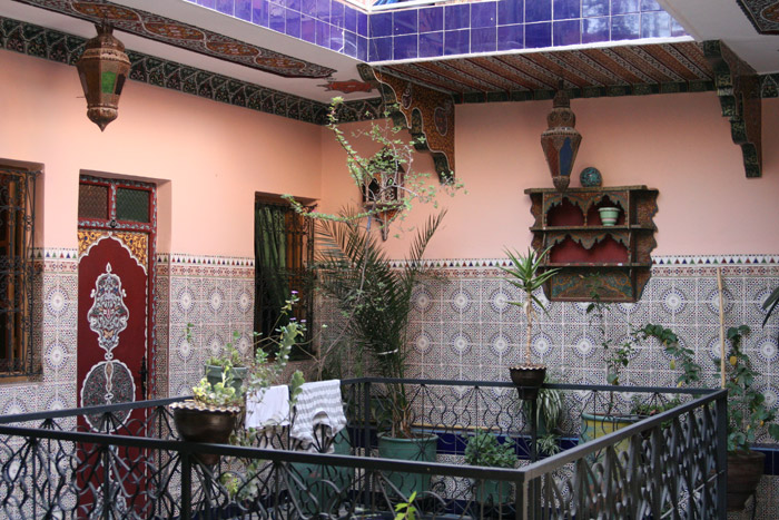 Photo of the inside patio of Hotel Medina, a Marrakech cheap hotel<br />