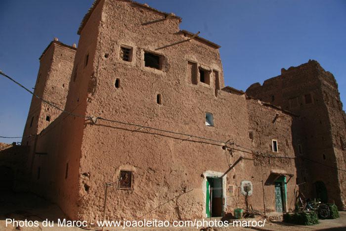 vieille maison de boue l 39 int rieur du quartier de taourirt ouarzazate photos du maroc. Black Bedroom Furniture Sets. Home Design Ideas