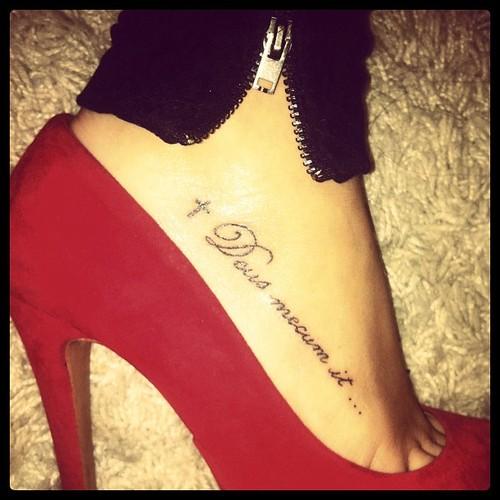 Foot name tattoo ideas - Tatouage cheville femme ...