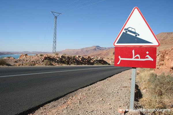 Sinalização em árabe Marrocos