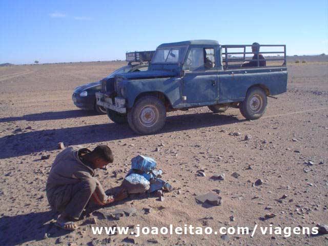 Pistas protegidas pela ONU, pintadas de azul no norte da Mauritânia