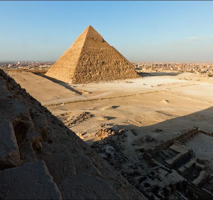 Subir as piramides de Gize no Egipto