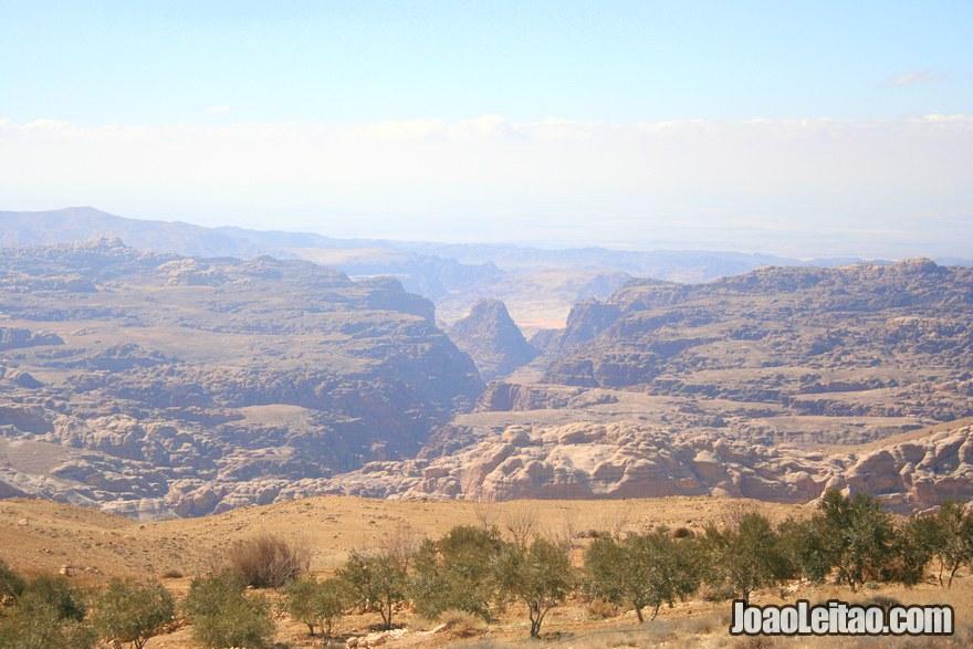 Foto das montanhas na Estrada do Rei - Kings Way na Jordânia