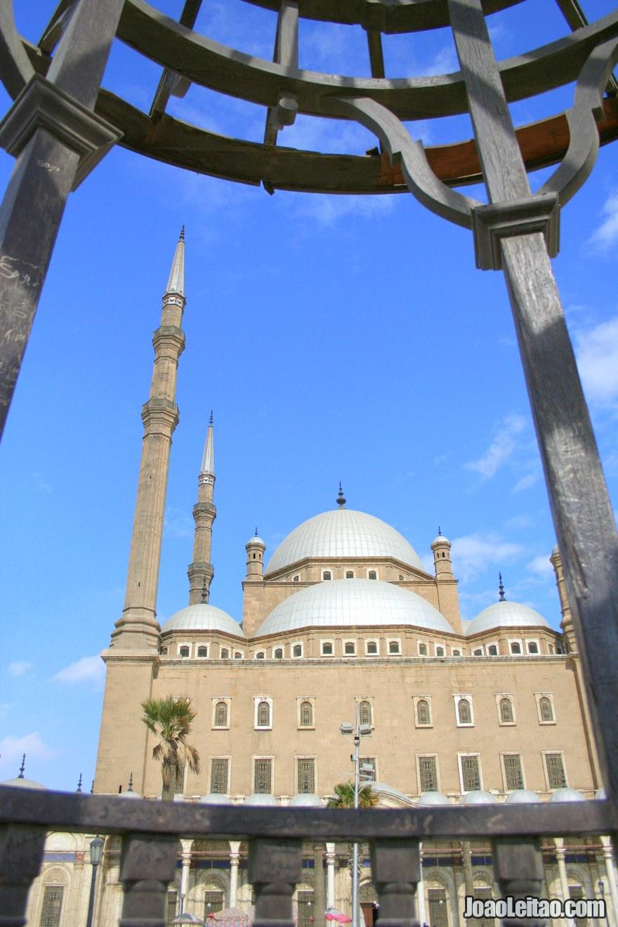 Foto do exterior da Mesquita Mohamed Ali no Cairo