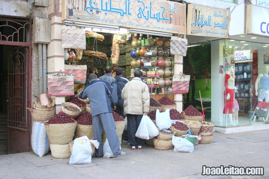 Loja de especiarias e chá no centro de Luor