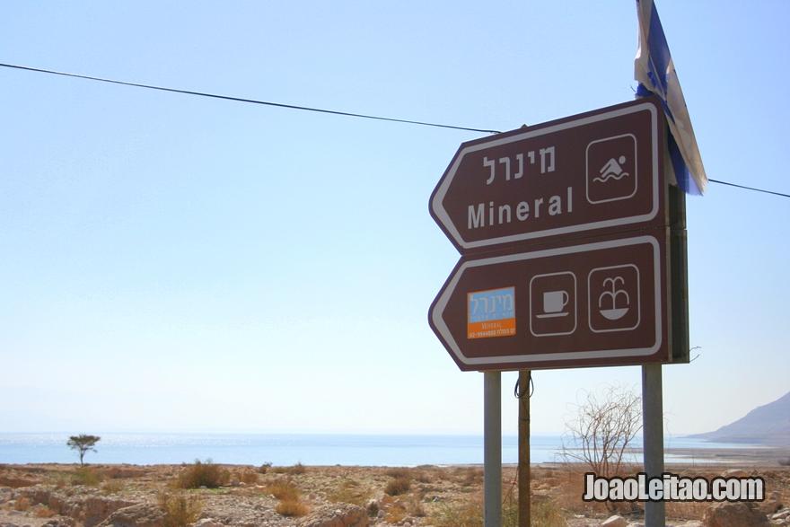 Placa para praia no Mar Morto em Israel