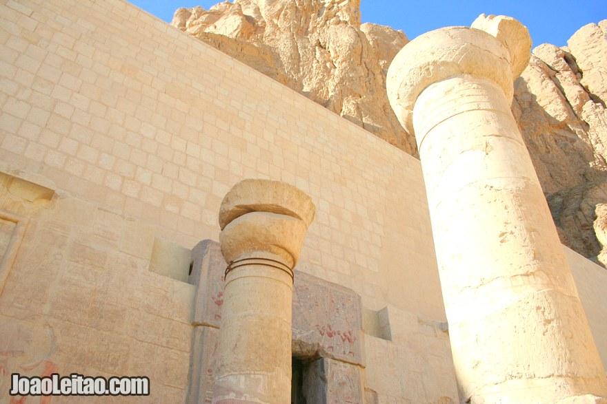 Foto da fachada do Templo de Hatshepsut