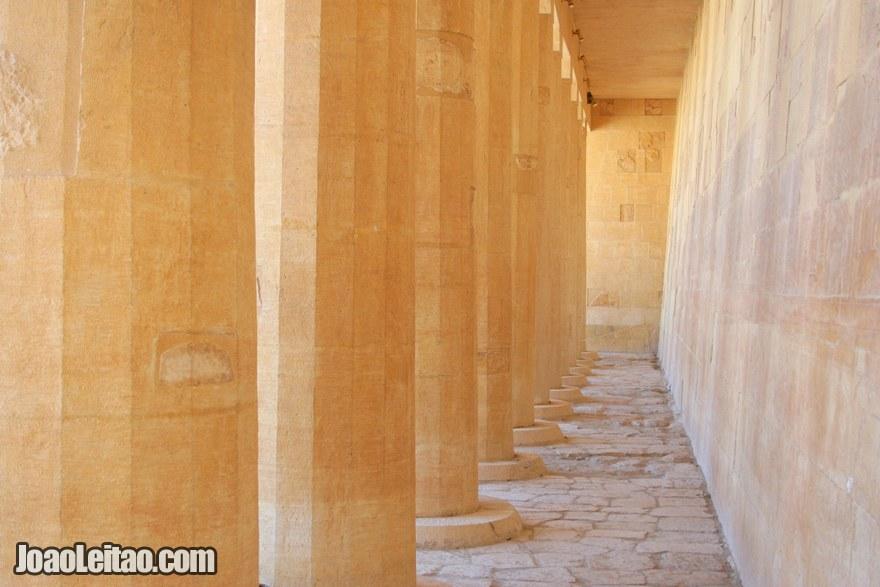 Colunas no Templo de Hatshepsut