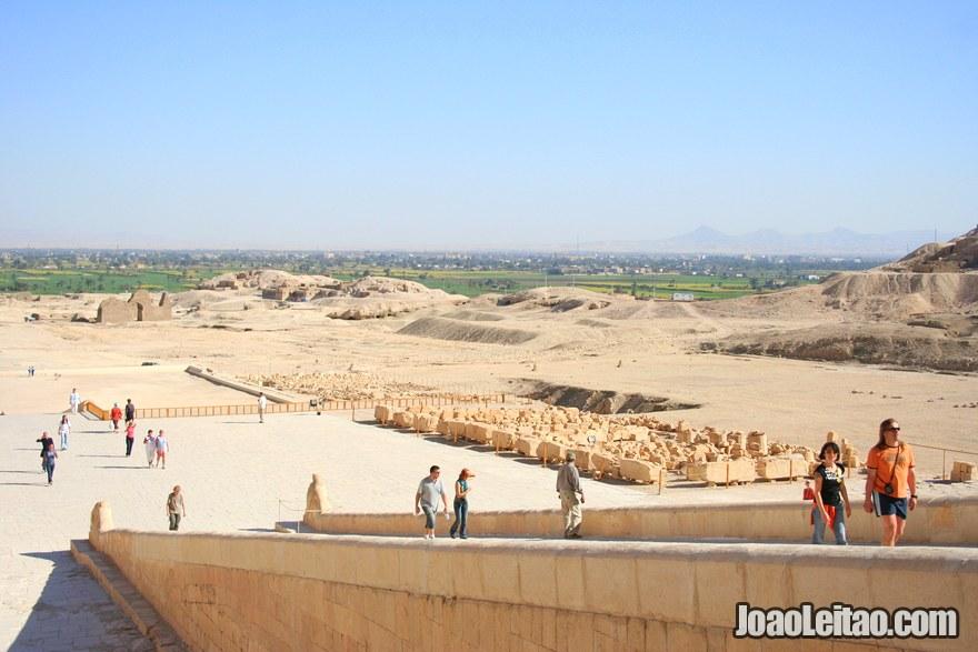 Rampa de subida para o Templo de Hatshepsut