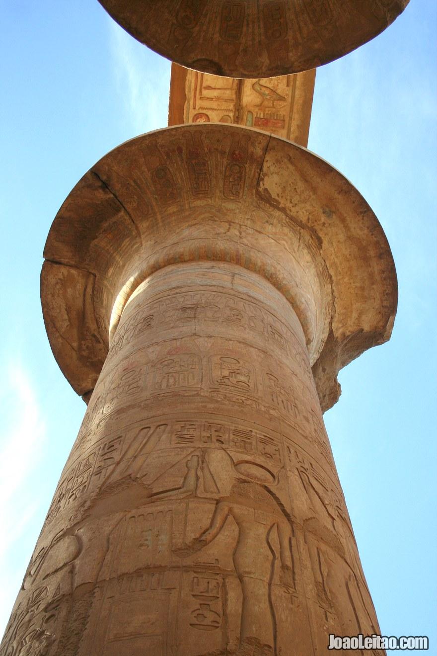 Coluna no Templo de Karnak