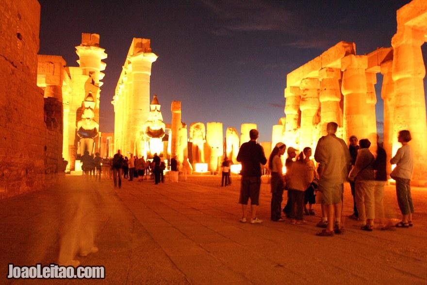 Foto Templo de Luxor à noite