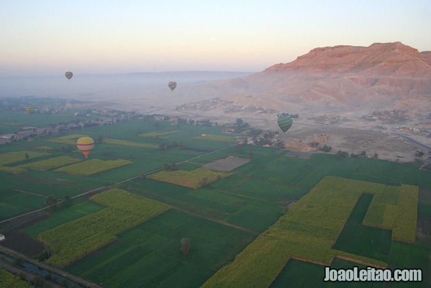 Foto da vista do Vale das Rainhas em Luxor