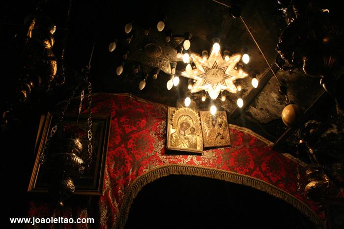 Gruta dentro da Igreja da Natividade em Belém Palestina