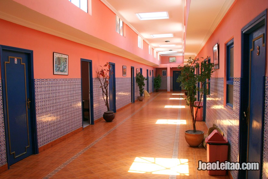 Interior do Hotel du Centre em Rabat, Marrocos
