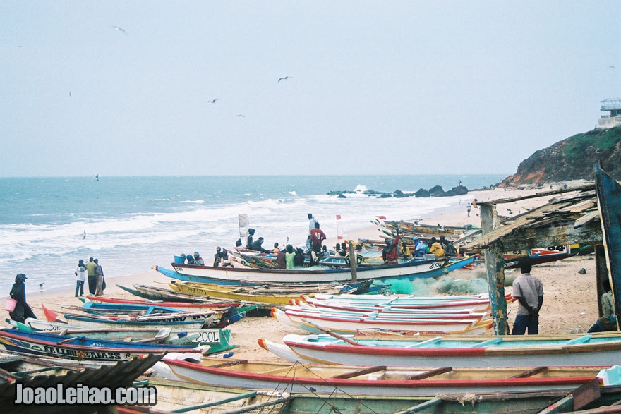 Pescadores na praia perto de Banjul, Visitar Gambia