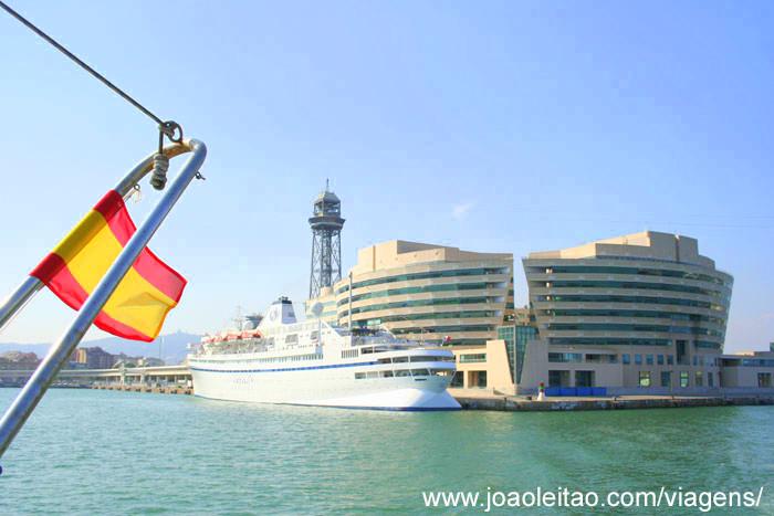 Viagem de barco por Barcelona