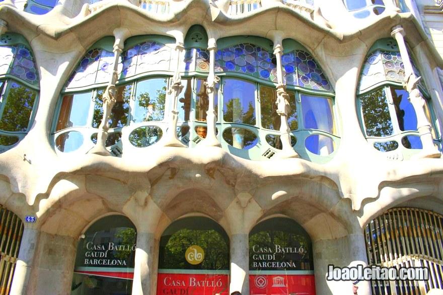 Janelas exteriores da Casa Batlló em Barcelona