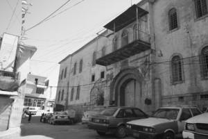 Edifício abandonado no centro de Akre