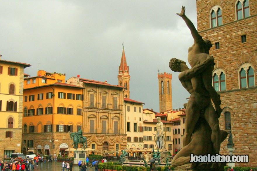 A Piazza della Signoria é a praça central da cidade, visitar Florença