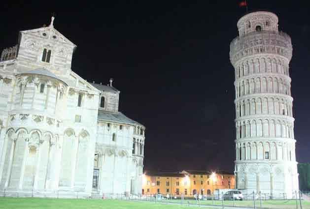 Pisa de noite, Itália