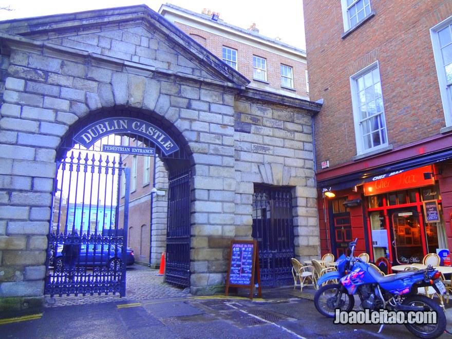 Foto da entrada do Castelo de Dublin