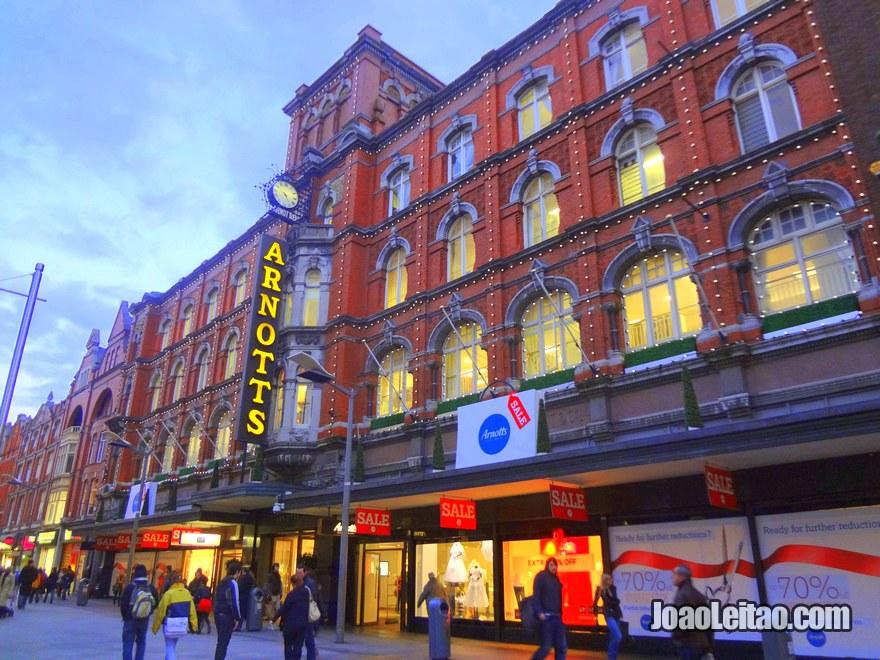 A famosa loja Arnotts  na Henry Street em Dublin