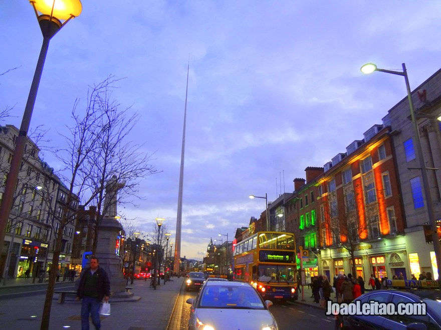 Foto do Monumento da Luz, a cúspide de Dublin