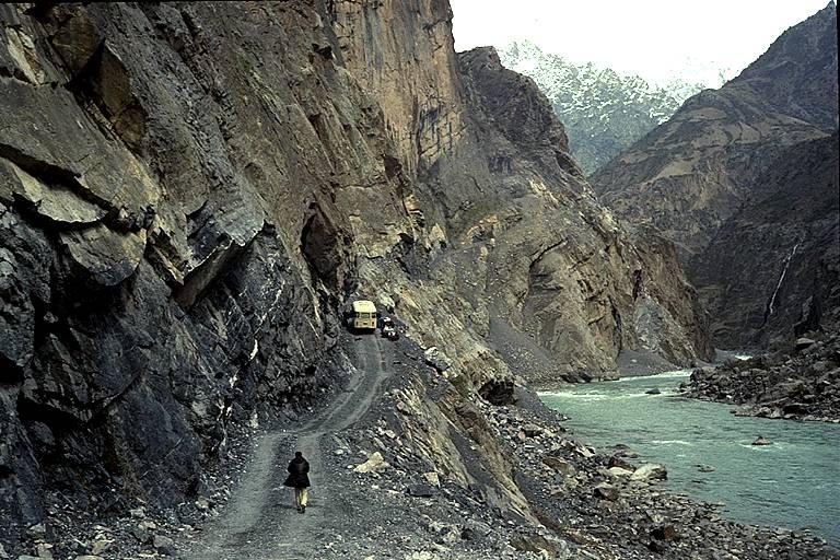 Estrada Dush Khorog no Tajiquistão
