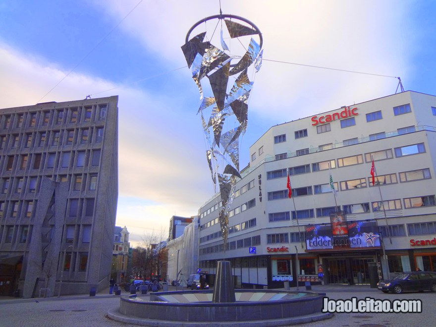 Foto de escultura em Oslo