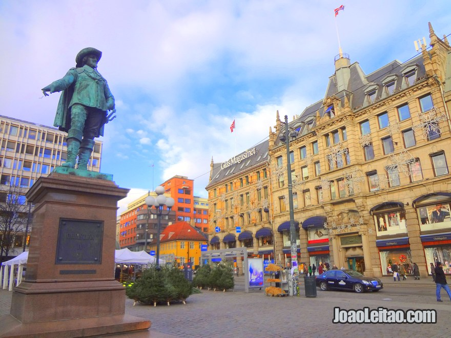 Estátua de Cristiano IV, o Rei da Dinamarca e Noruega de 1588 até 1648, Visitar Oslo