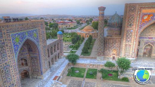 KIT de VIAGEM - Foto da Praça Registan em Samarcanda no Uzbequistão