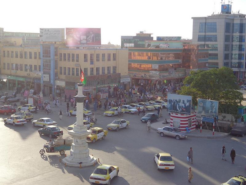 Fotografia do centro da cidade de Mazar-e Sharif no Afeganistão