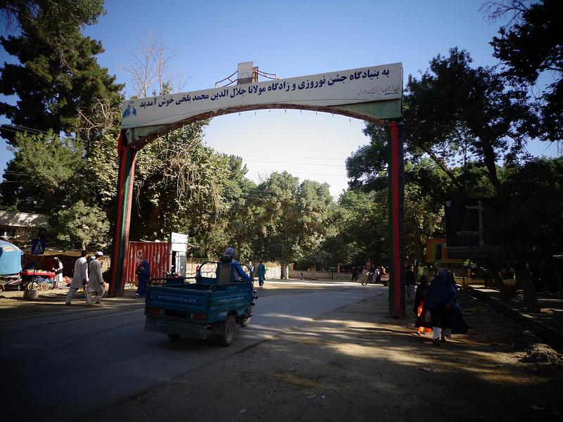 Fotografia da entrada ca cidade de Balkh no Afeganistão
