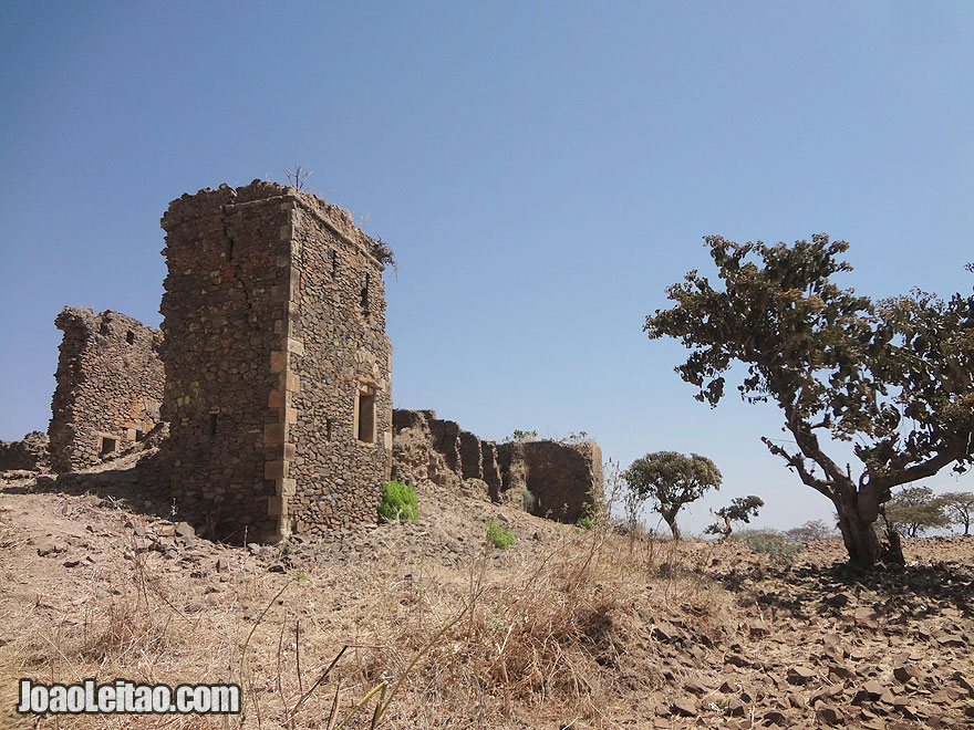 Ruínas Portuguesas do século XVII em Gorgora Nova no Lago Tana, na Etiópia