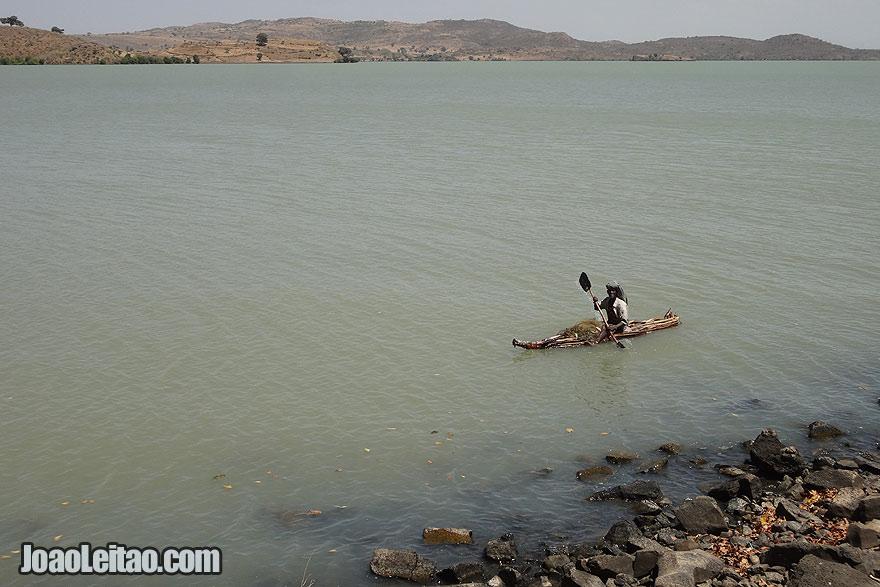 Pescador no Lago Tana
