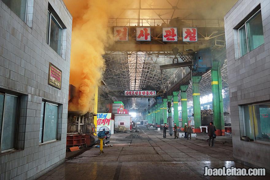 Complexo da fábrica de aço Chollima em Nampo