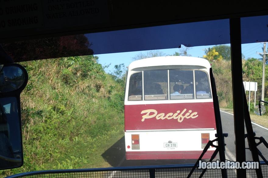 Autocarro desde o Aeroporto Nadi até Pacific Harbour nas Ilhas Fiji