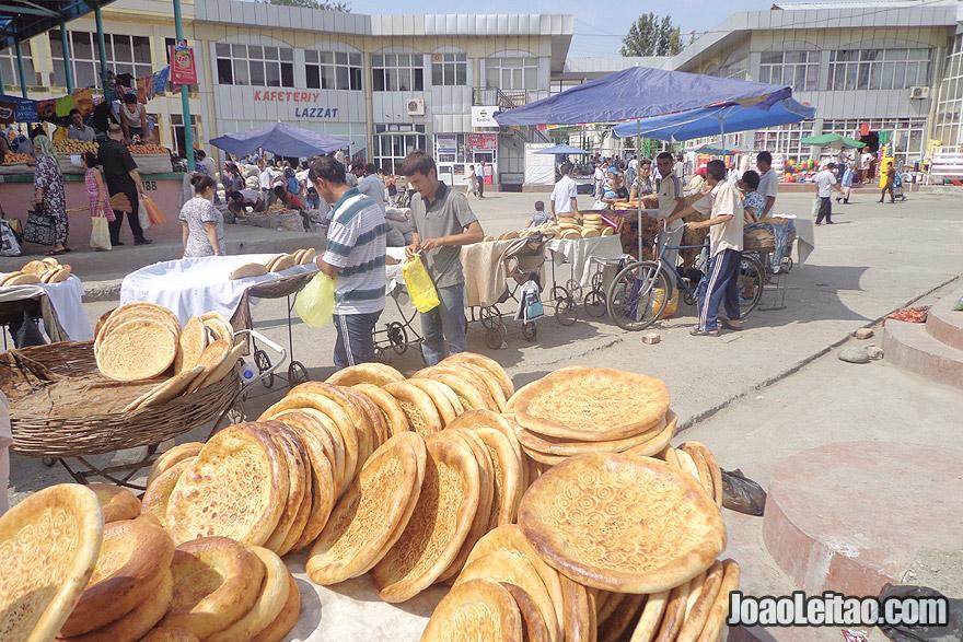 Bazar de Fergana no Uzbequistão