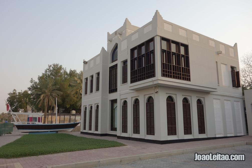 Edifício com arquitectura tradicional do Bahrein
