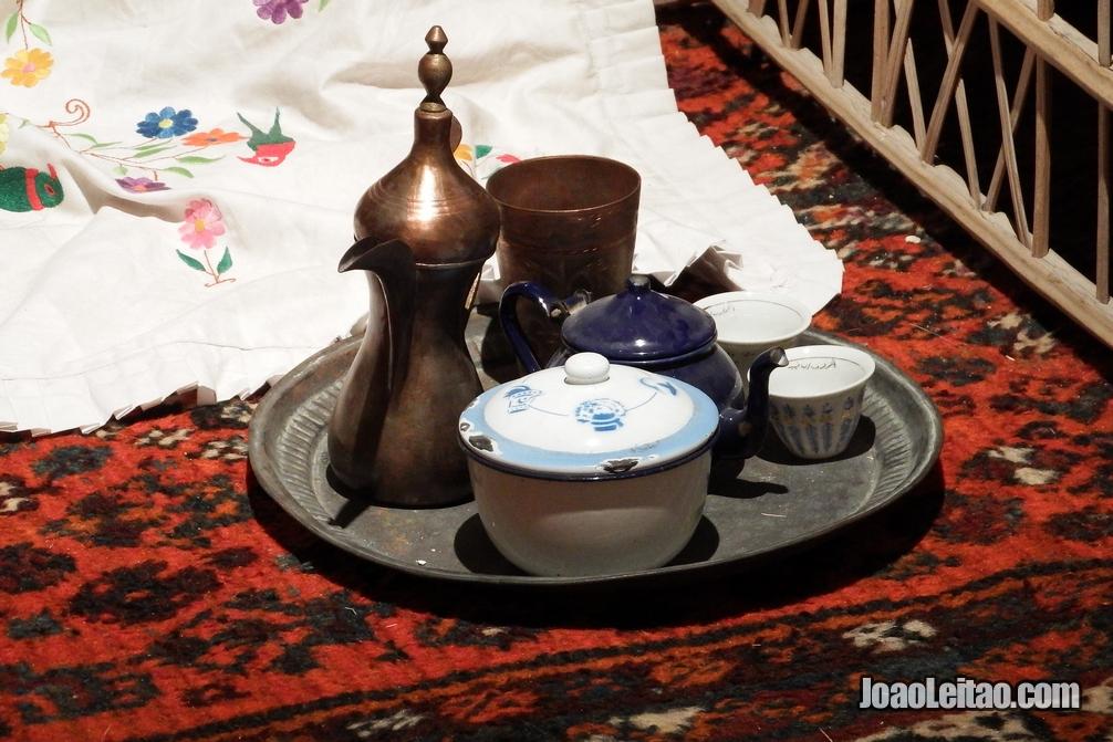 Conjunto para fazer café de maneira tradicional do Barém