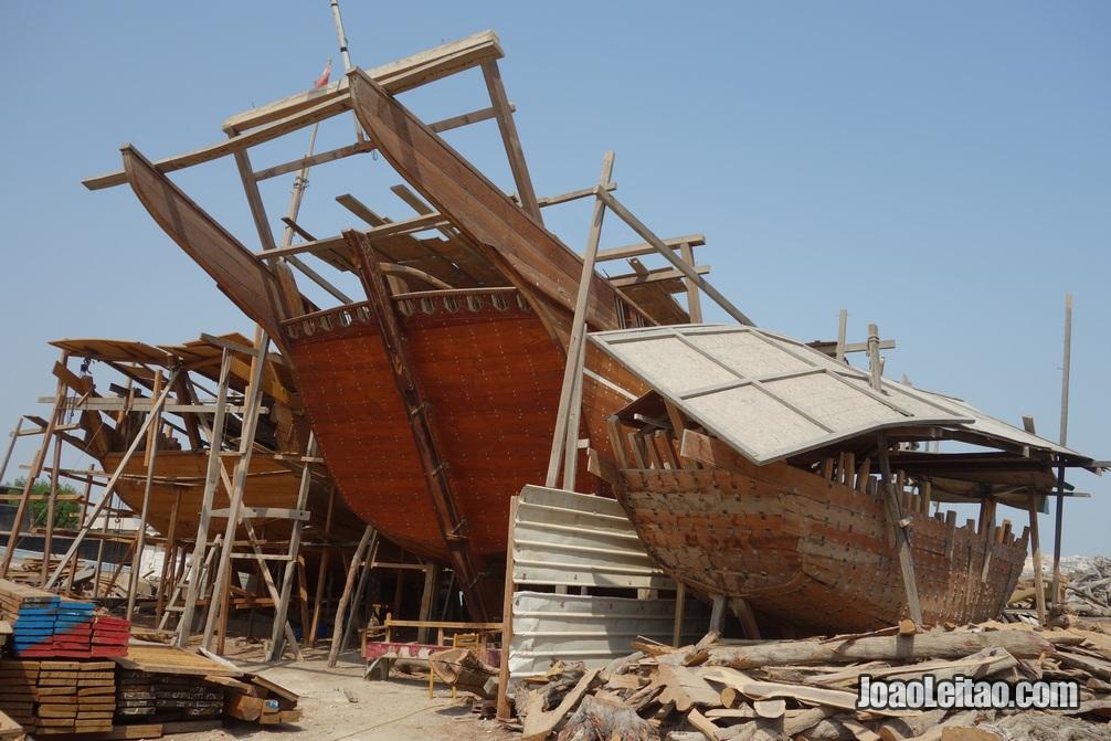 Estaleiro de construção de barcos dhow no Bahrein