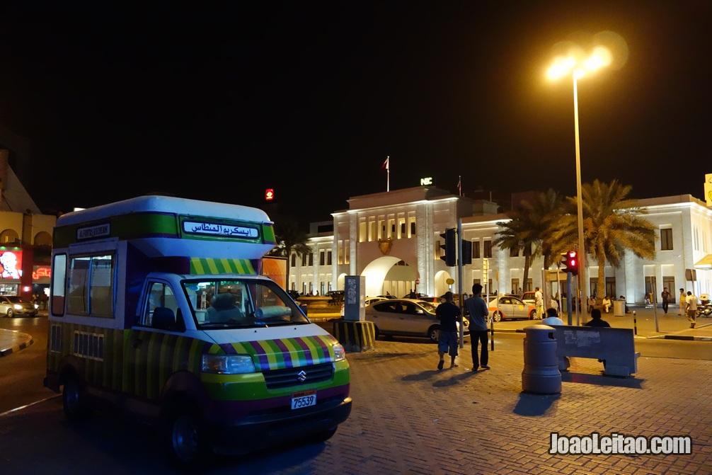 Porta Bab Bahrein no centro da cidade de Manama