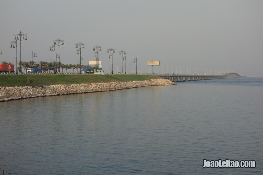 Ilha da imigração e alfandega entre o Bahrein e a Arábia Saudita