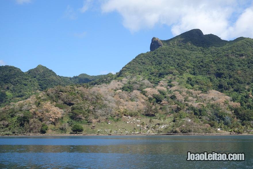 Fotografia da Ilha Ovalau vista de longe