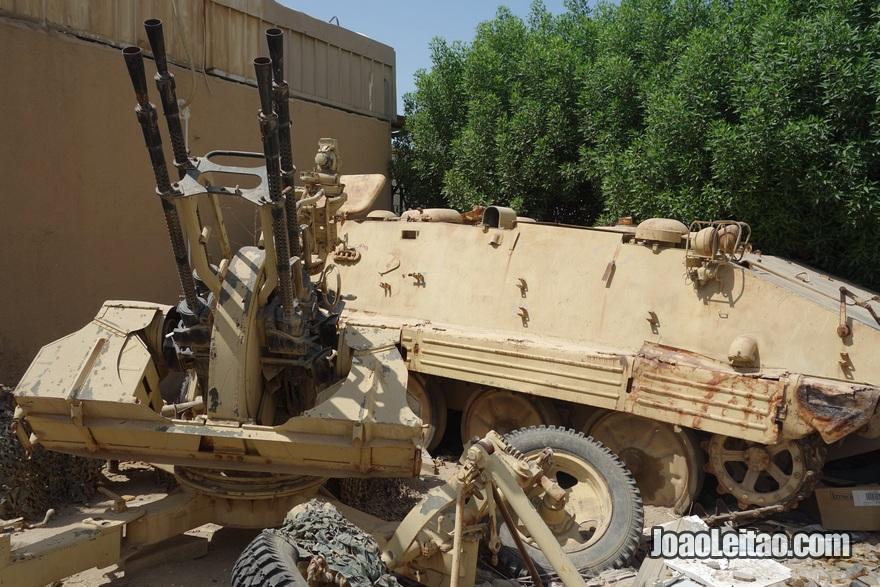 Armas no Museu da Invasão do Iraque - Kuwait House for National Works Museum