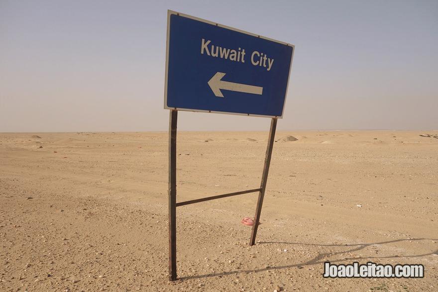 Placa no deserto direcção Kuwait City