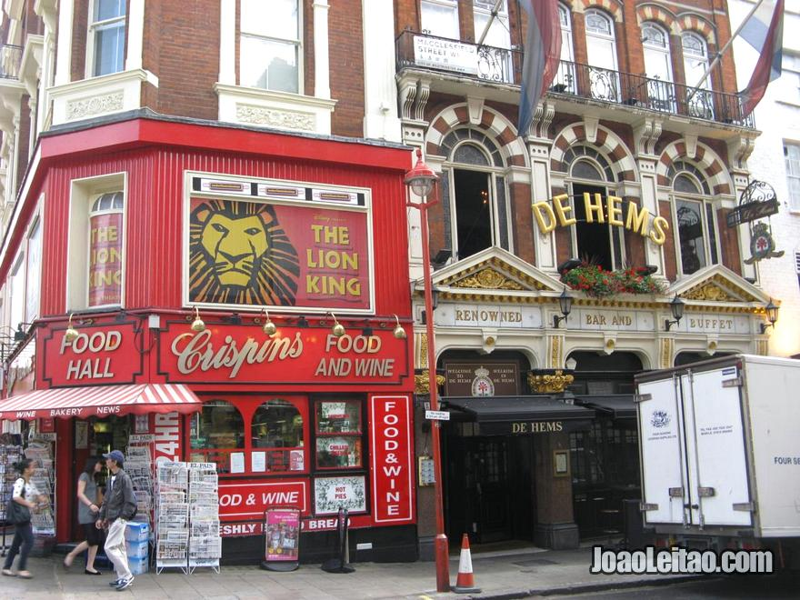 Histórico café De Hems Dutch Cafe Bar na zona da Chinatown de Londres