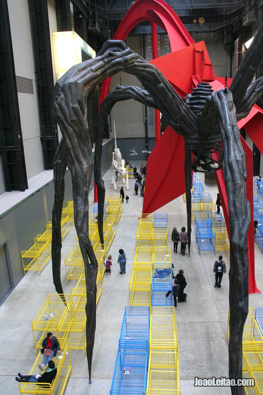 Interior do museu de arte moderna Tate Modern
