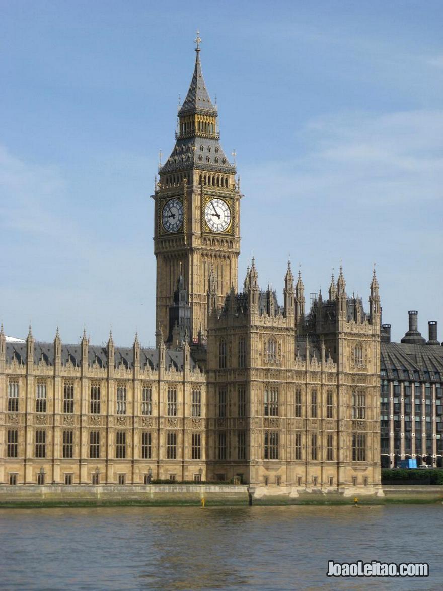 A Elizabeth Tower com o famoso Big Ben e o Palácio de Westminster