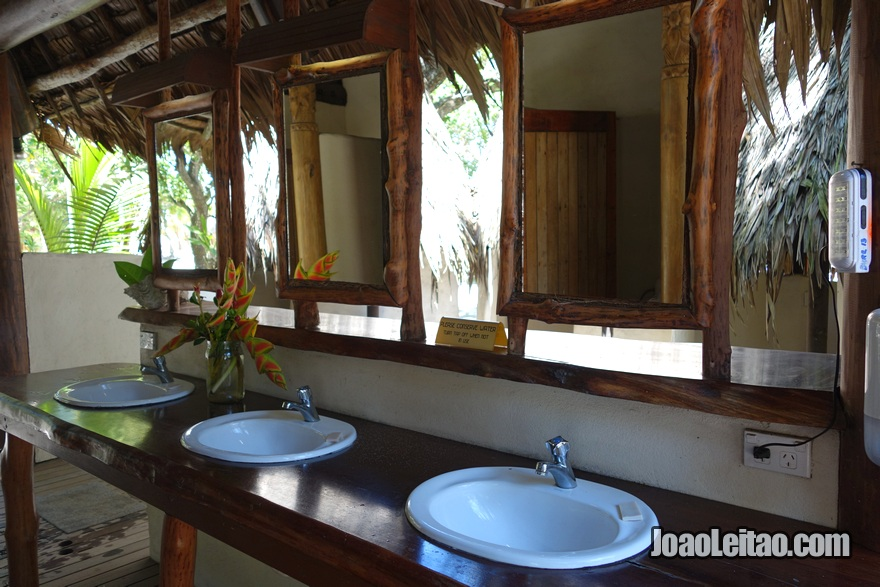 WC do Hotel Leleuvia Island Resort nas Ilhas Fiji